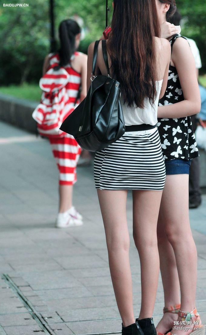 时尚吊带衫短裙长腿美女