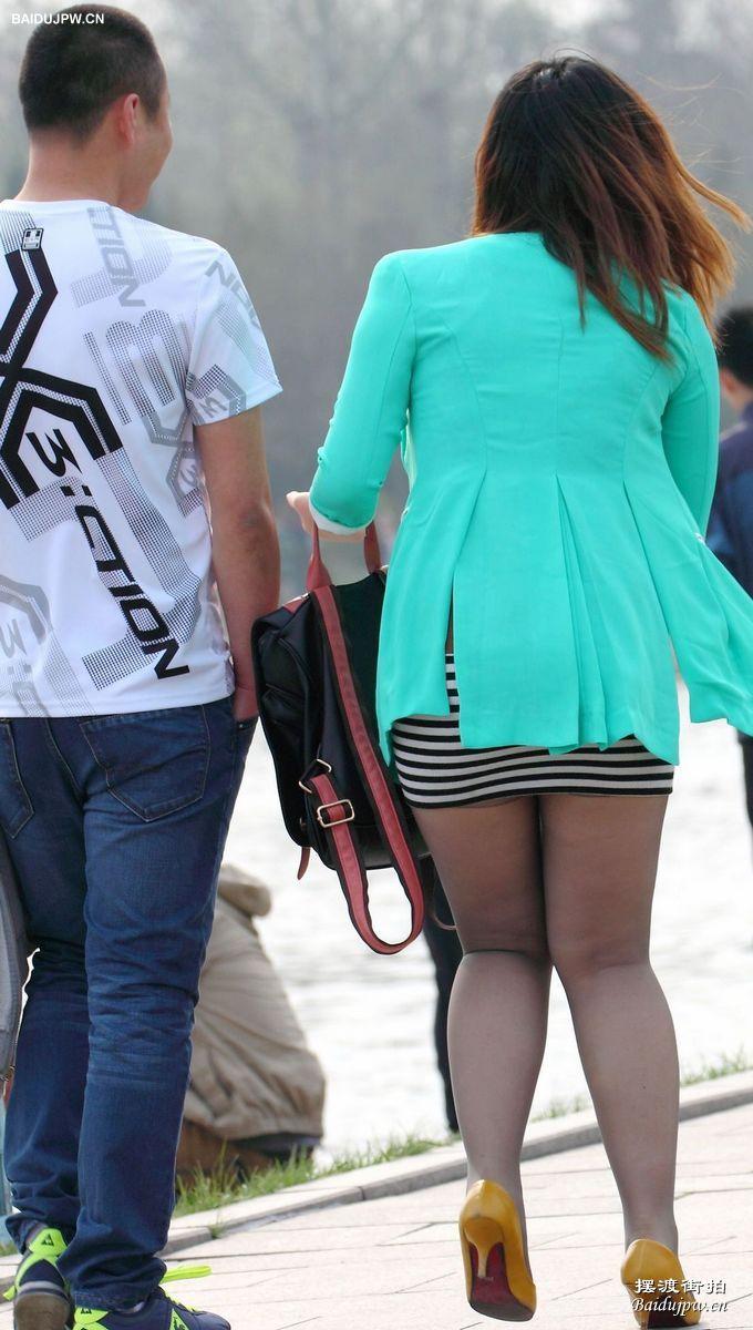 有点丰满的短裙细腻丝袜美女