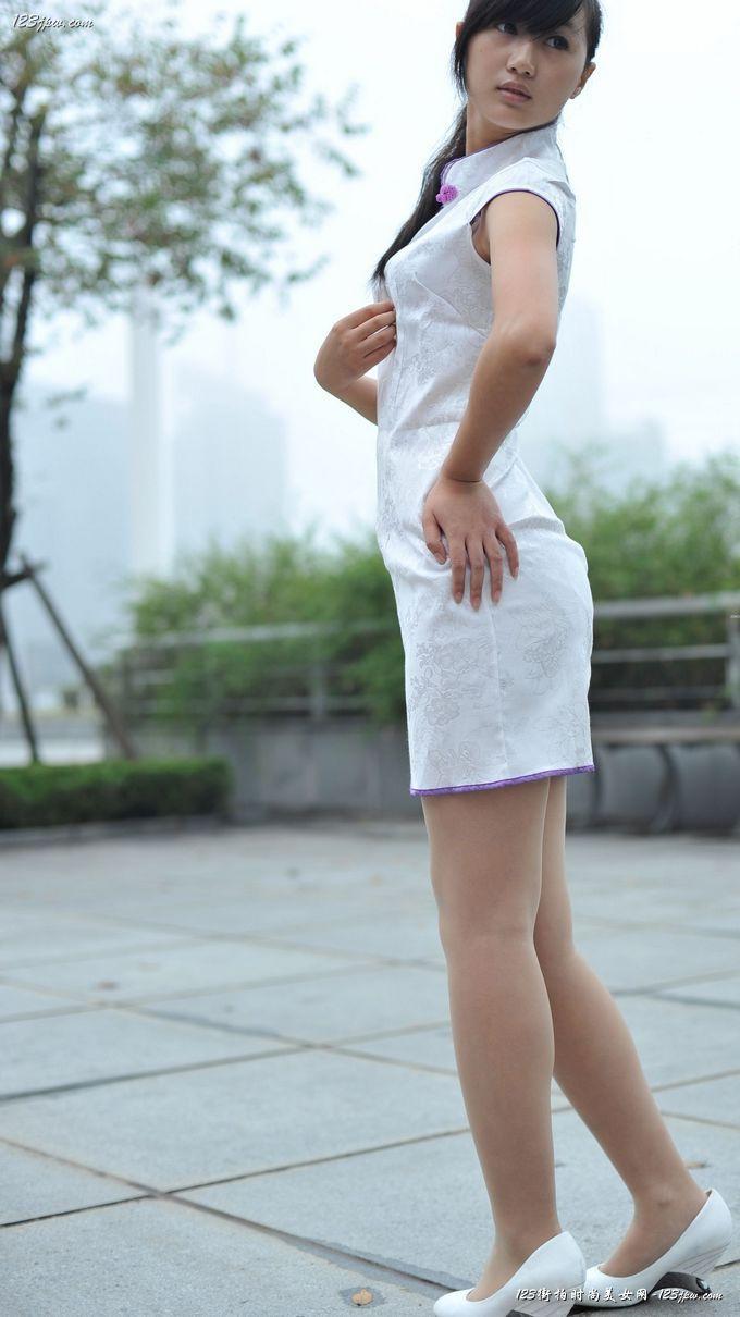 白色旗袍美女时尚外拍