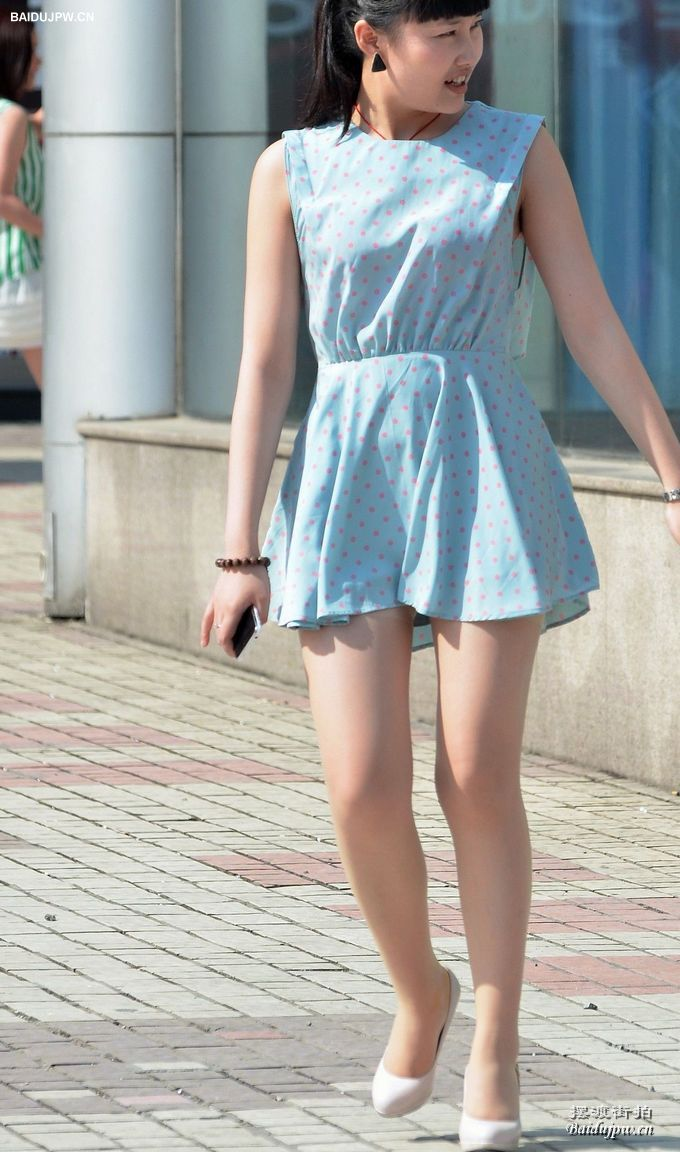 肉色丝袜 小波点连身短裙美女