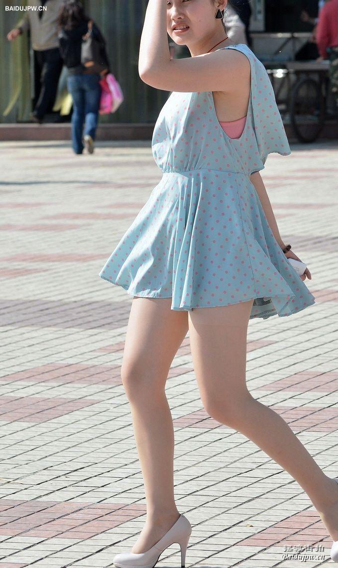 肉色丝袜,小波点连身短裙美女