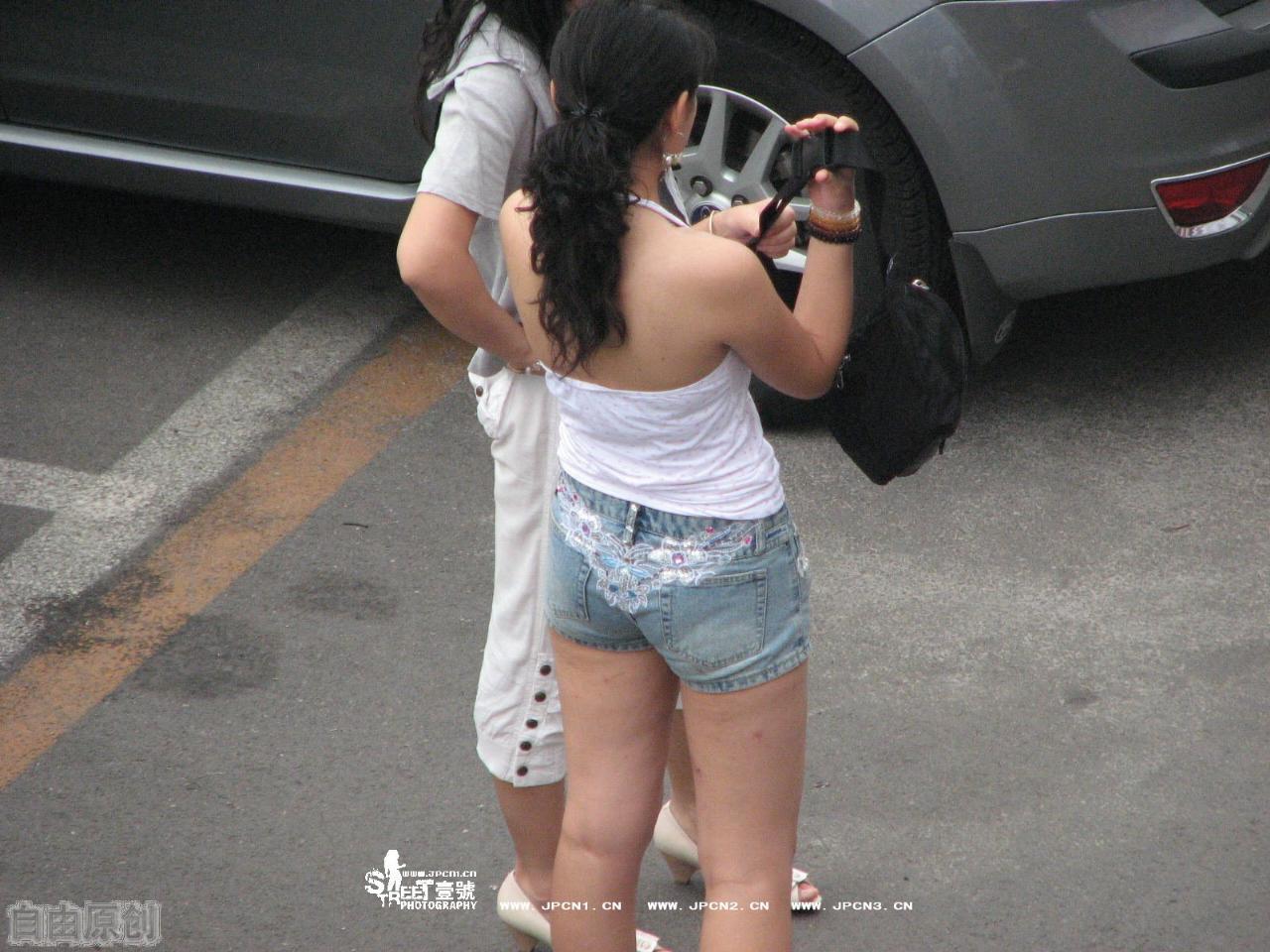 街拍薄裤内痕图,街拍内痕效果图,街拍紧薄白裤内痕,街拍米黄薄裤图片