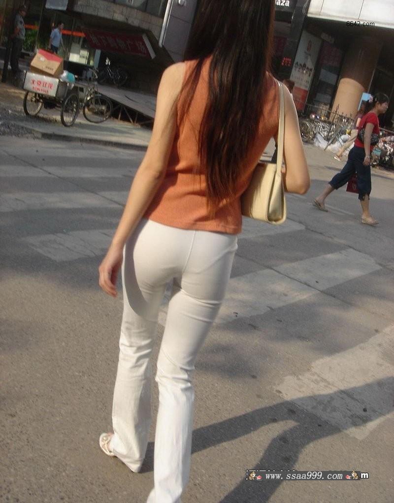 街拍白裤紧身MM论坛图片_张掖论坛-街拍白裤紧臀美女 街拍粉裤紧臀图片