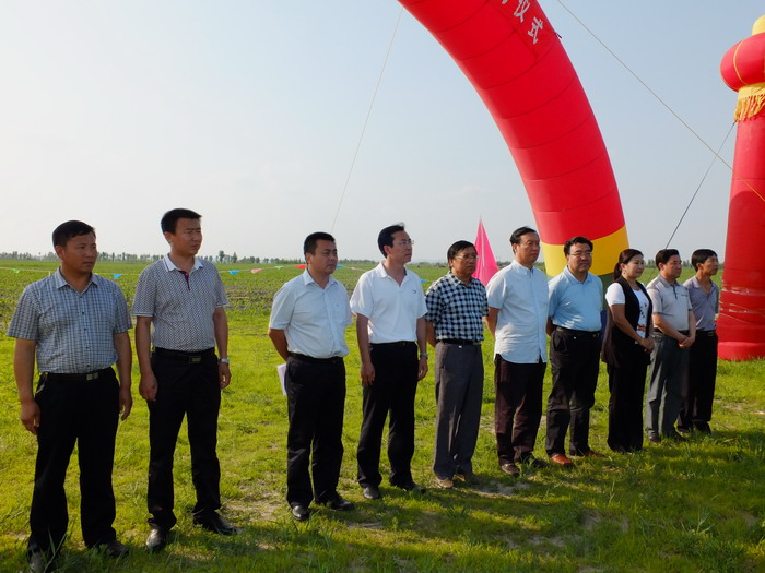 扎旗举行乌力吉木仁项目区飞播造林仪式启论坛