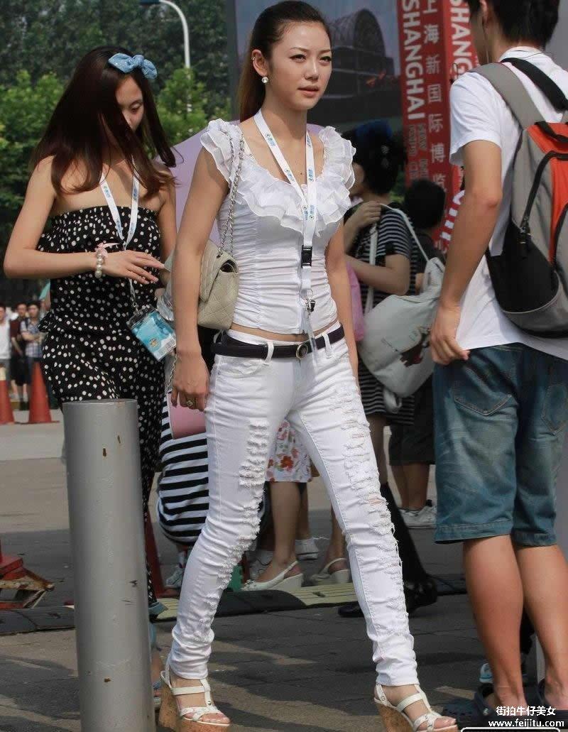 白净漂亮身材完美的翘臀白裤美女强力推荐