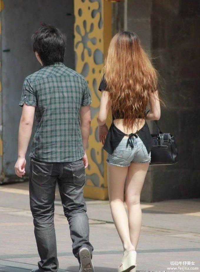 热裤黑丝高个美女性感无比