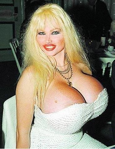 所谓的隆胸美女论坛图片