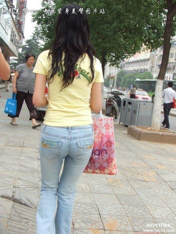 牛仔美臀美女逛街街拍