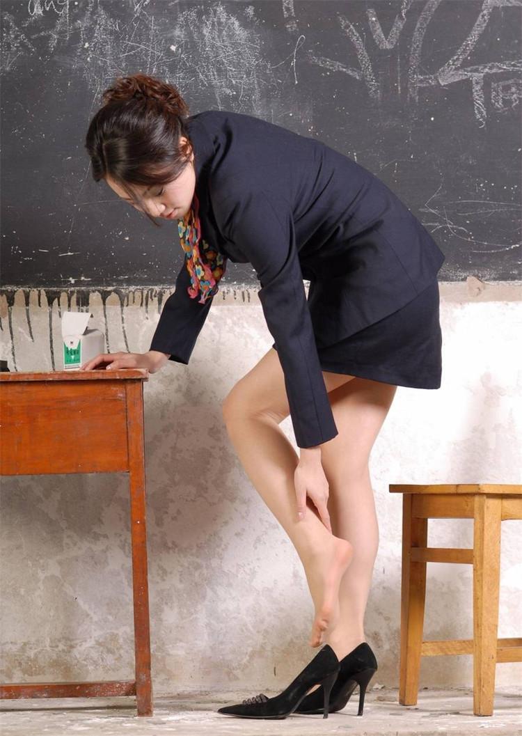 我操了女家教_我高中班主任干教书两年是个女的,骂完学生还要在全班