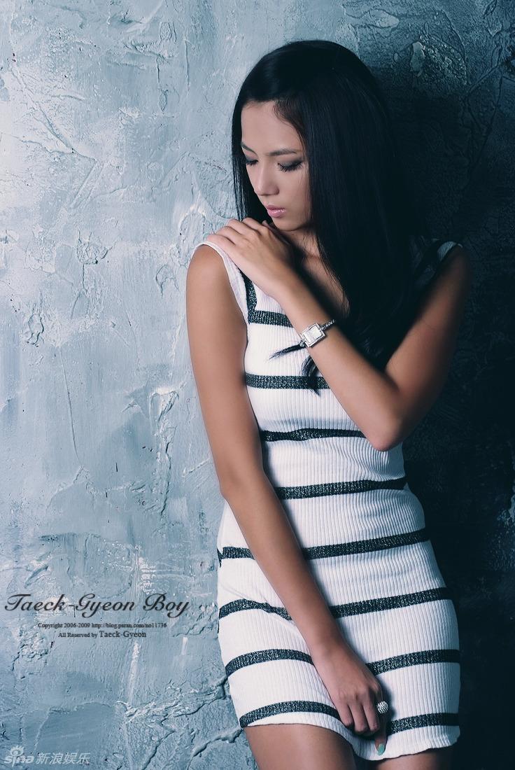 街感短裙抄底 街拍短裙美女抄底 街拍抄底齐p短裙长腿图片 338456