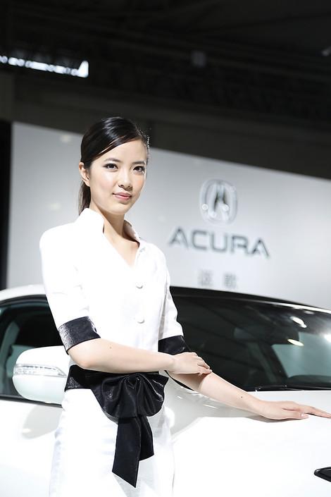 [转贴]2012成都车展:干净大气的美女模特们