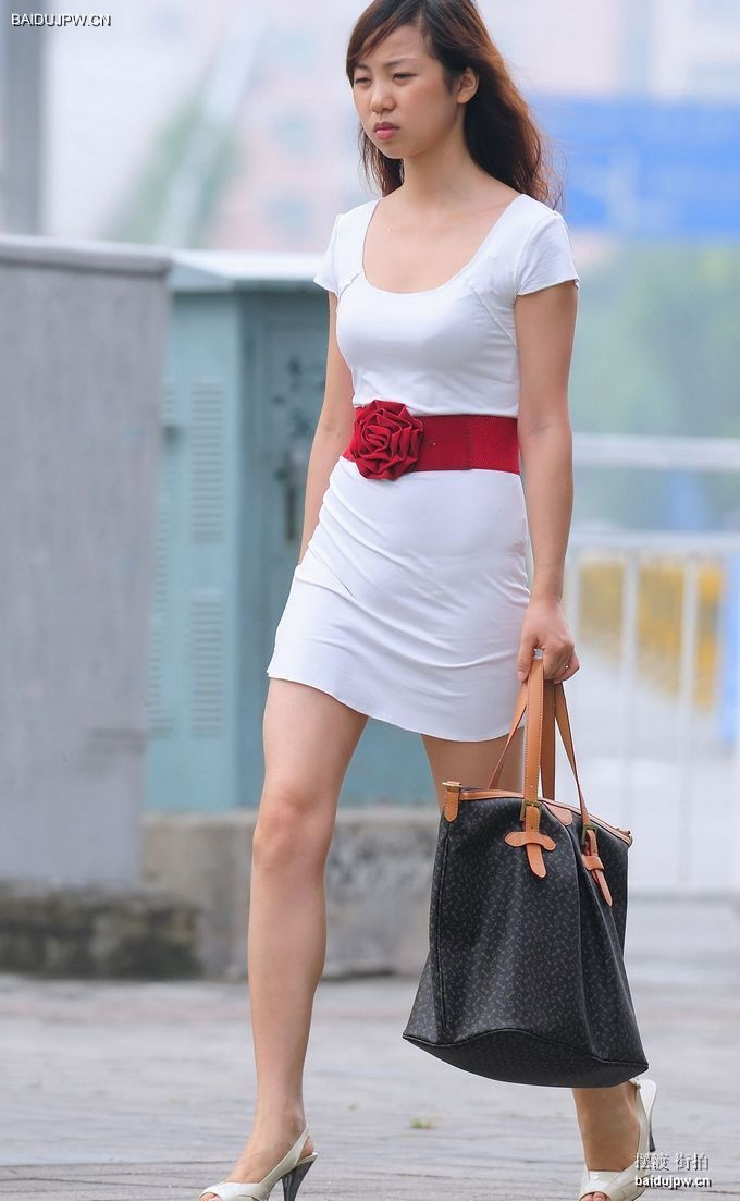 街拍美女裙底春光_街拍美女短裙抄底_街拍美女短裙露内痕_抄底美女街拍-久久图片视频
