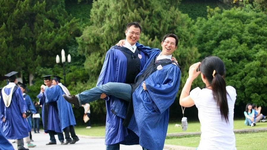 [贴图]大学里那些疯狂的毕业照片