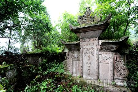 泸州古蔺县黄荆景区再添新看点 深山发现清代特大古墓