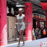 速度���^:�o州西南商�Q城的美女模特走秀