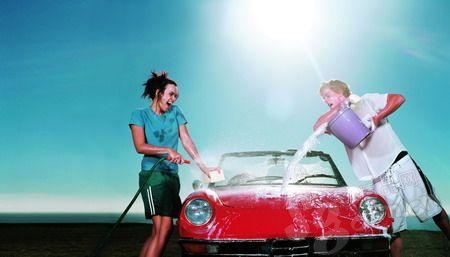 想给自己的汽车做过省钱又漂亮的美容吗?我来给你支三招!