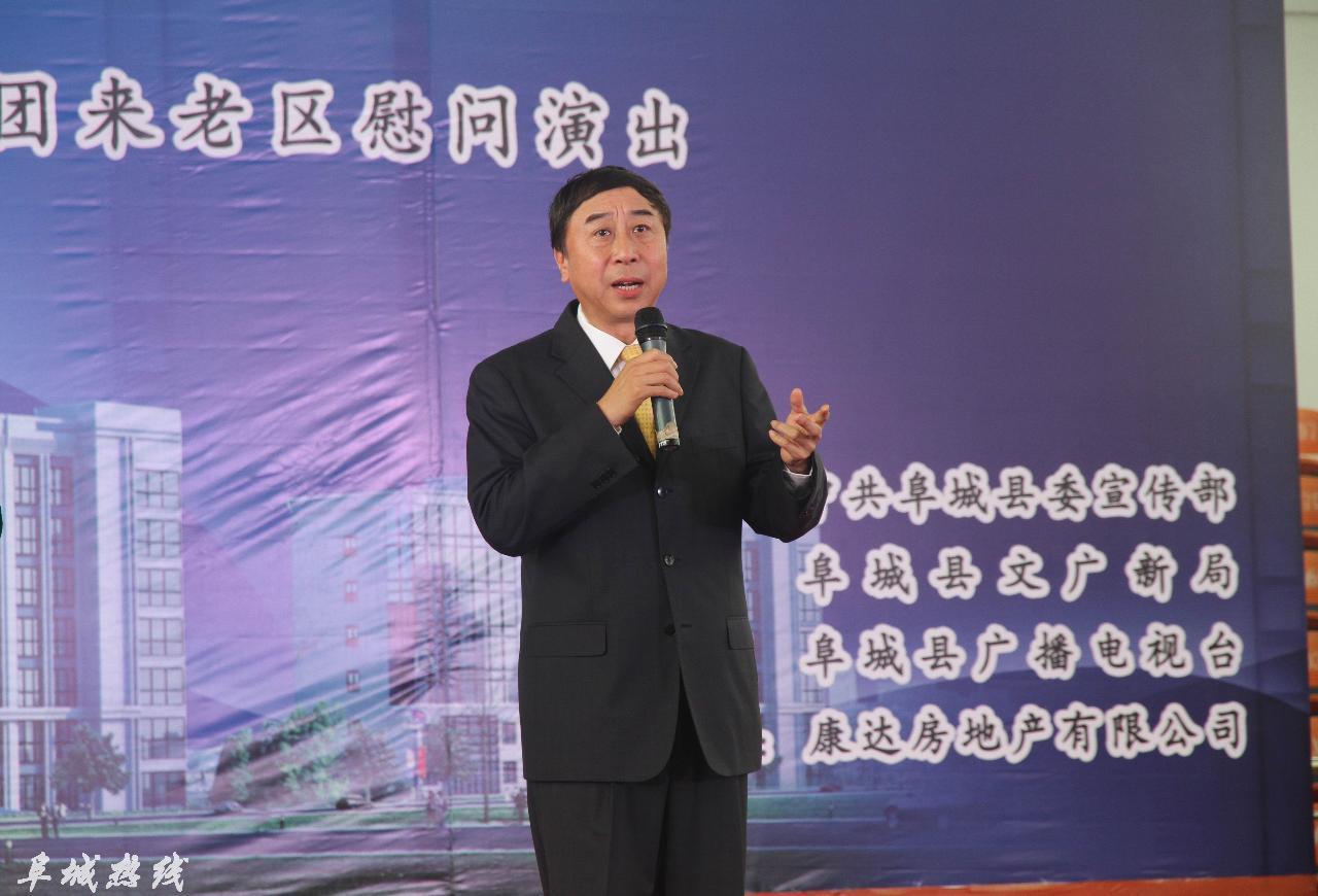 著名表演艺术家冯巩率团来阜城演出(组图)