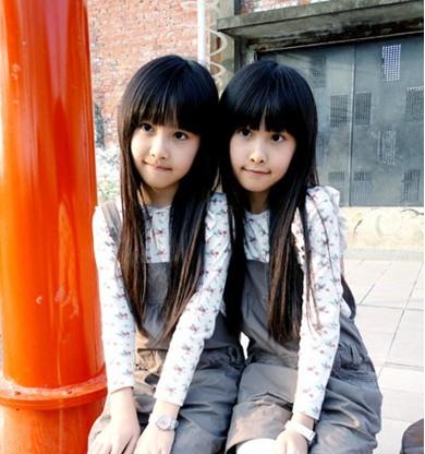 台湾人气双胞胎,非常可爱的小女孩_宝贝秀秀_