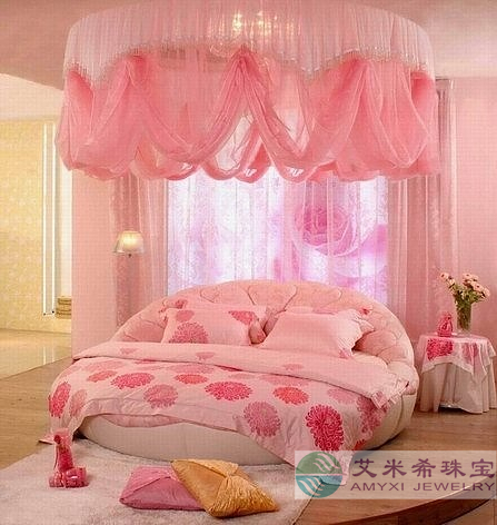 [分享]个性浪漫圆形床,成就幸福新婚