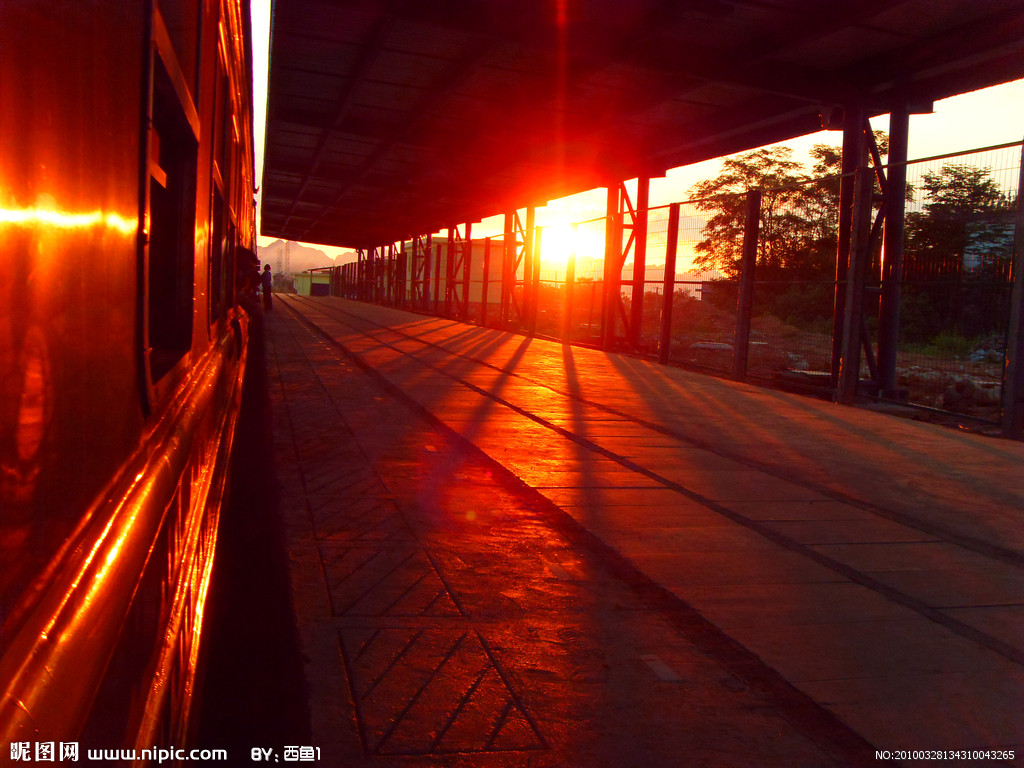 真实火车窗外风景图片