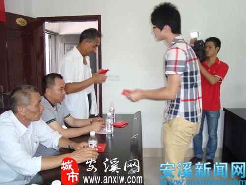 """安溪举行2012年度""""二女户""""大学生座谈会"""
