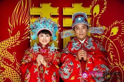 好在,如今中国人结婚,无论西方式,中式还是中西合璧,都已大大简化了.