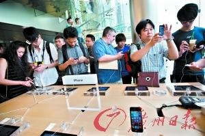 苹果店员:iPhone5购买者1/3是中国人