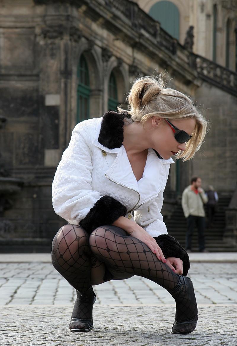 边做边抠15p_俄罗斯美女只穿黑丝就上街