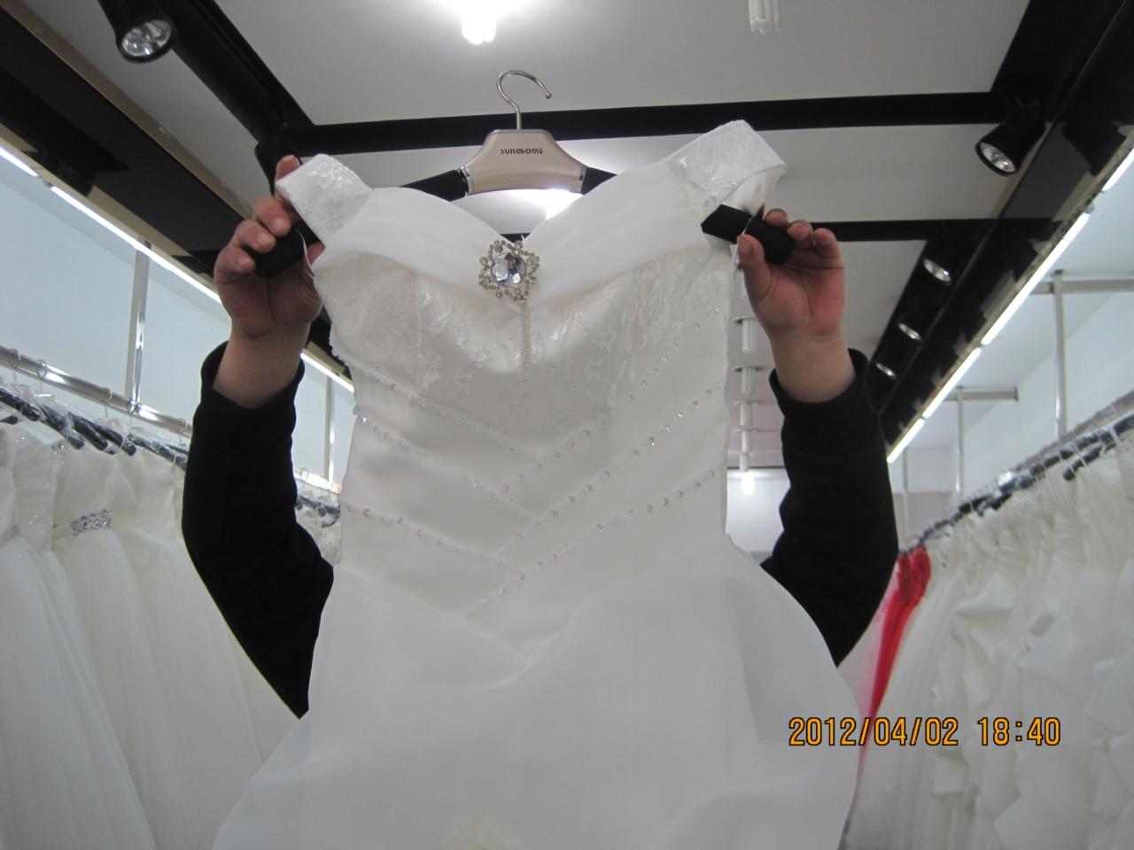 婚纱的清洗与保存