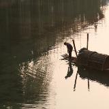 兴市桥旁打渔船