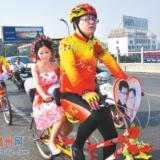 """赣州街头""""单车婚礼""""浪漫无比 结婚就是要这样"""