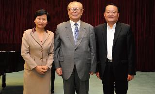 江泽民及夫人京接见上海海洋大学校长