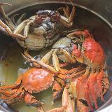 姐姐做的螃蟹好好吃,一下吃了三个,吃的我满手都是油