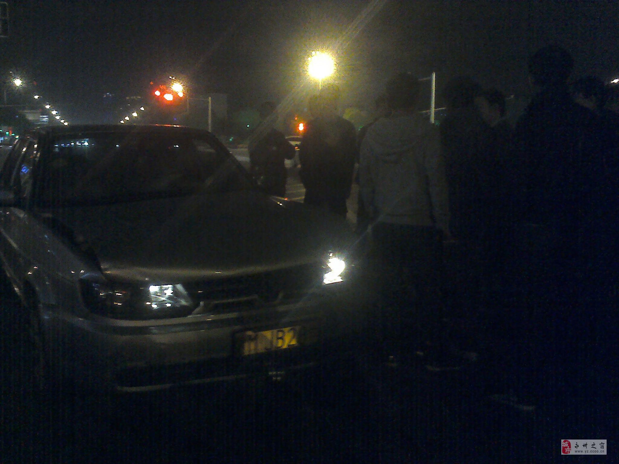 一驾校学员车在市委边撞车
