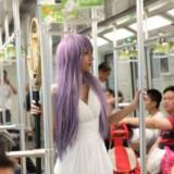 [转贴]上海地铁女僵尸行为艺术,表达个性需顾及他人