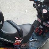 看看这个摩托车贴成这样了,真是伤不起。