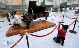"""南京回应""""星级""""医院非奢华面子工程700万钢琴系借用"""