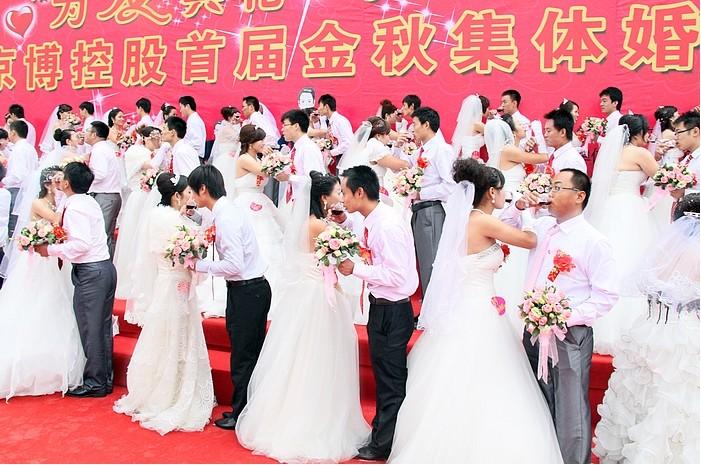 滨州市博兴县42对青年举行集体婚礼喜迎国庆
