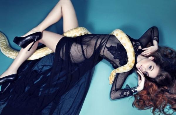 贾斯汀-比伯新旧女友PK嫩模新欢内衣照曝光