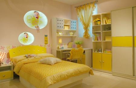 温馨鹅黄色卧房