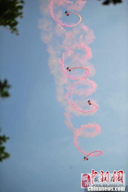 珠海航展中国空军上演精彩表演