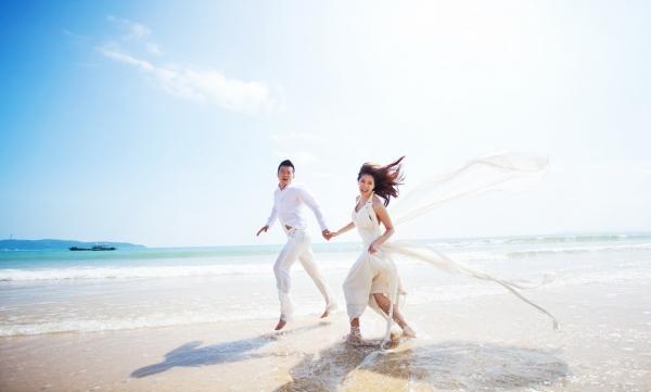 折价3999元婚纱照套餐,送迷人海南三亚的外景,抢订啦!