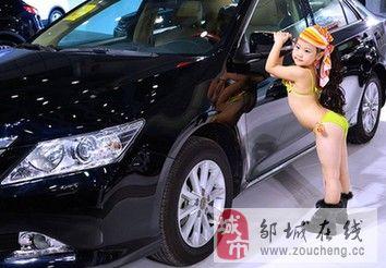 武汉车展儿童比基尼车模引争议