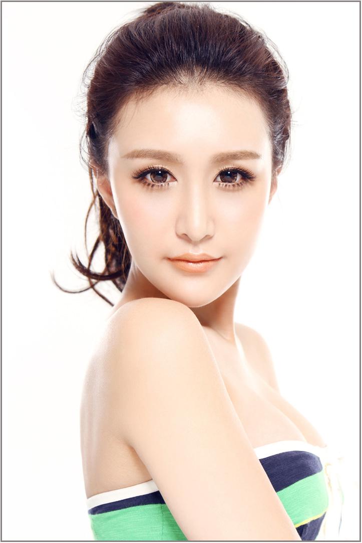 [贴图]谷佩琪混血美女时尚靓丽妆 吸引眼球