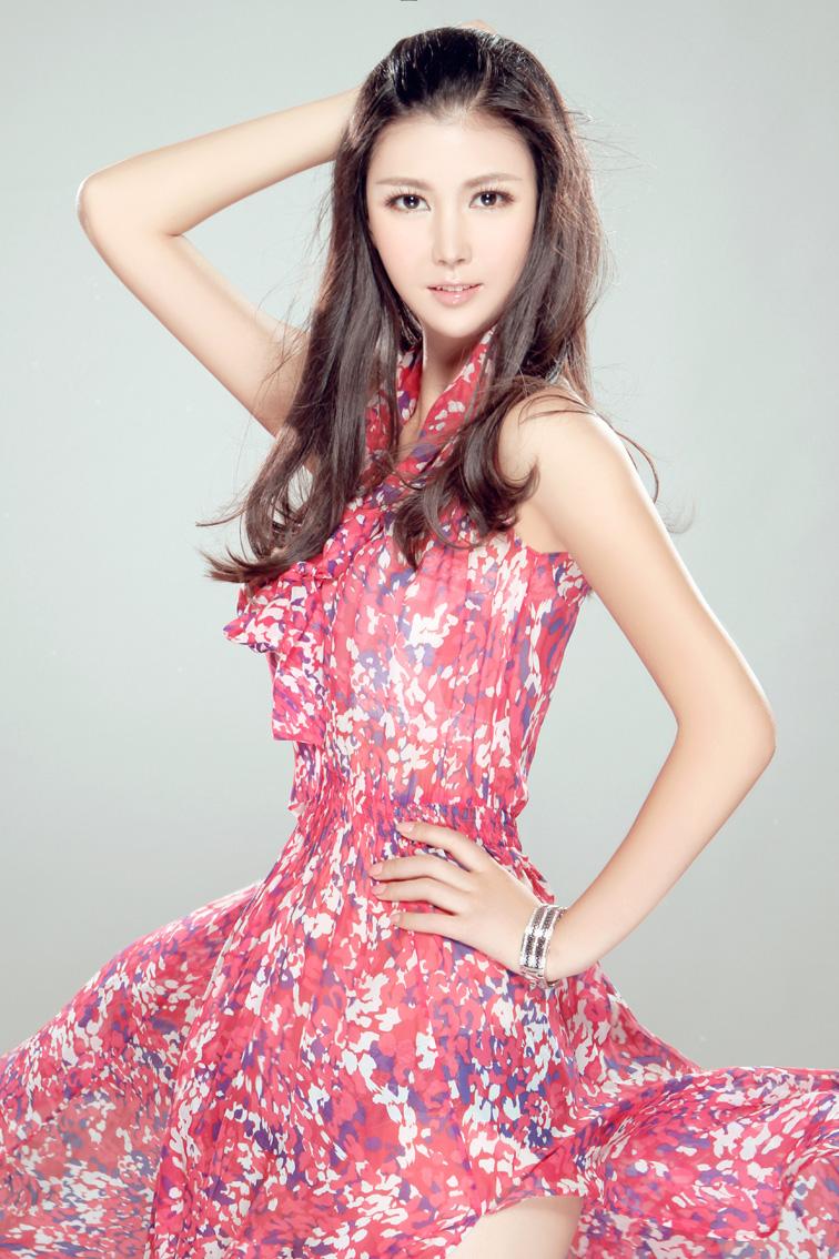 [贴图]乔紫轩拍摄性感写真 精灵美女秀风情