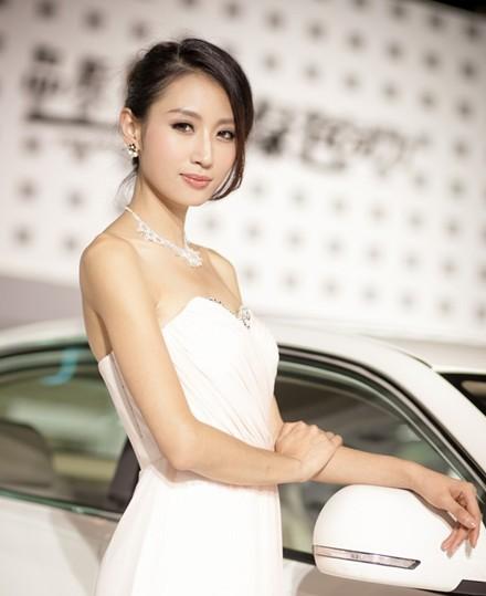 车模酷似林志玲