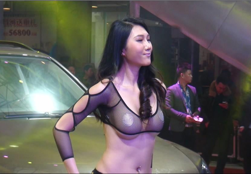 [转贴]潮模李莹惊现遵义车展 爆乳装惊人