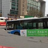 [��]南京地�F工地突�l地陷,公交�被卡