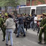 """越南时隔4月再现反华游行 民众高喊""""打倒中国"""""""