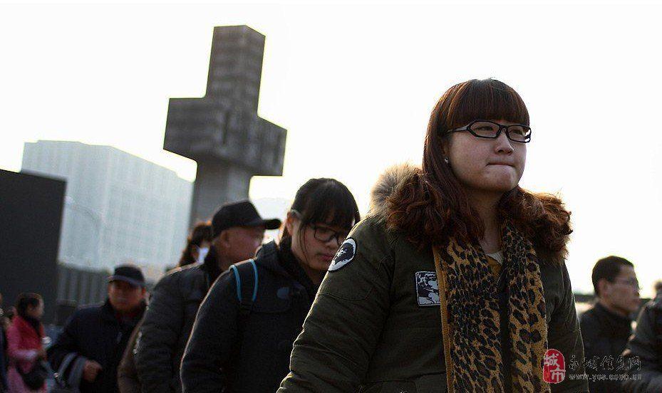 南京举行系列活动纪念南京大屠杀75周年